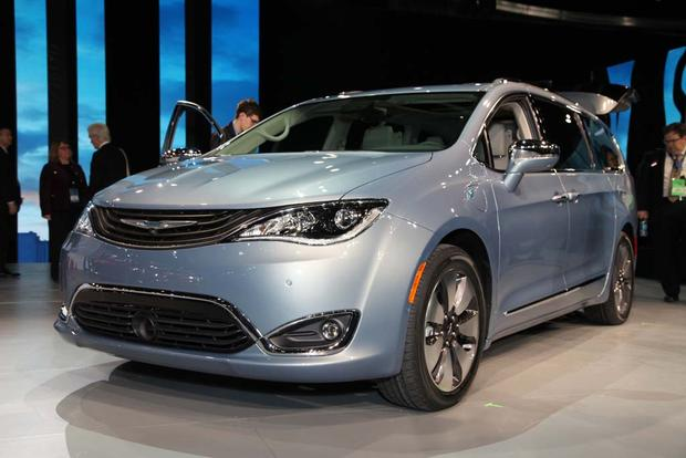 Chrysler Replaces Town & Country with Pacifica